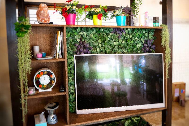 イロタス建築工房の緑あふれる棚