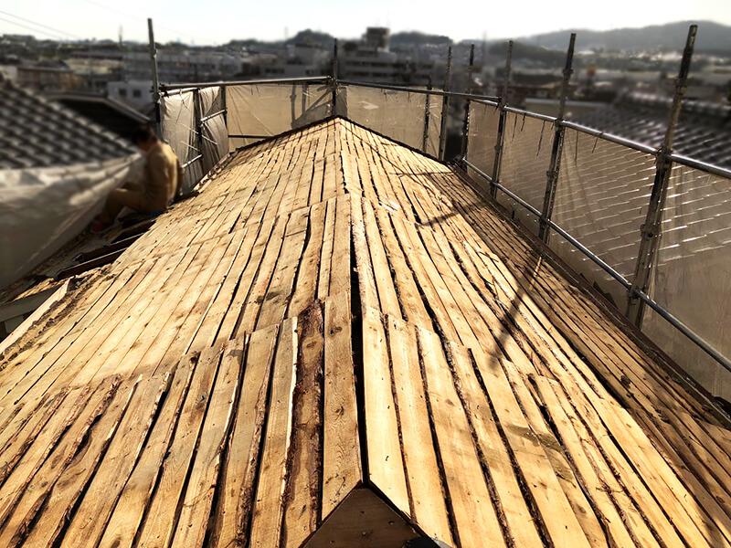 河原を外した屋根