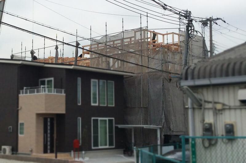 3階部分が見える建設現場