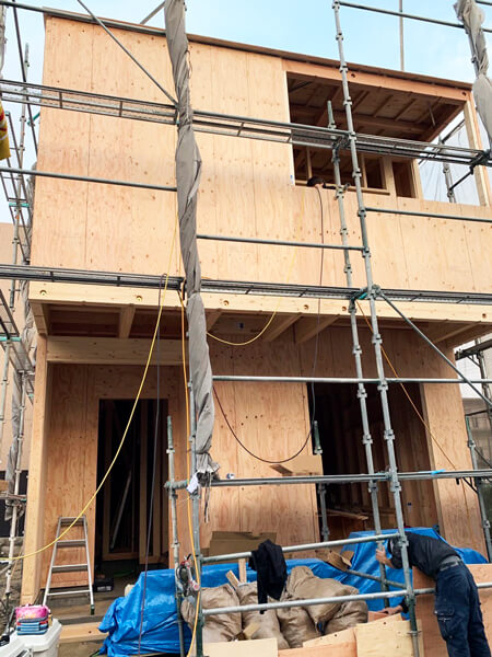 建設中の正面