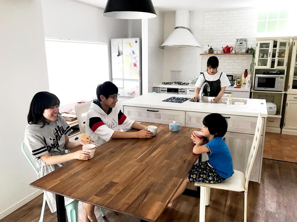 大阪府堺市のリノベーションをされたご家族の風景